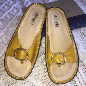 Alegria Mustard Gold Leather Thong Sandals Sz 36